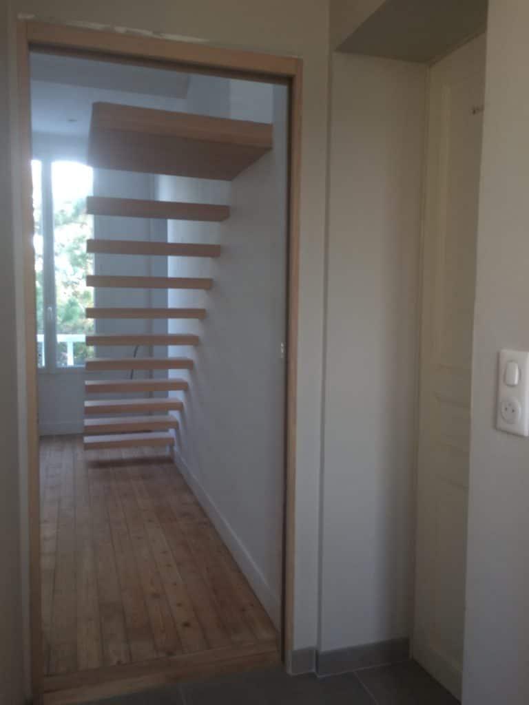 Escalier maison de briques